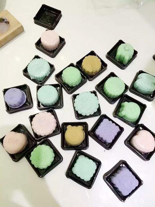 晶莹剔透的冰皮月饼 表达心意又吃出新意 -莆田侨乡时报